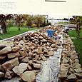 ダンプ4台分の石